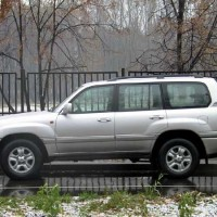 : фото Toyota Land Cruiser 100 сбоку
