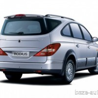 : SsangYong Rodius сзади