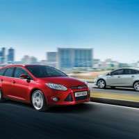 Ford Focus hatchback: справа спереди