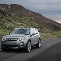 Land Rover Discovery Sport: спереди слева