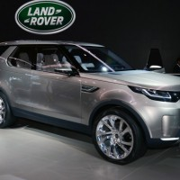 Land Rover Discovery Sport: справа