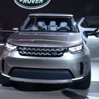 Land Rover Discovery Sport: спереди