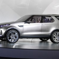 Land Rover Discovery Sport: слева сбоку
