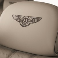 Bentley Flying Spur V12: подголовник