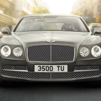 Bentley Flying Spur V12: спереди