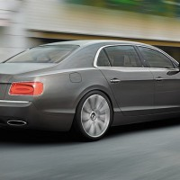Bentley Flying Spur V12: справа сзади